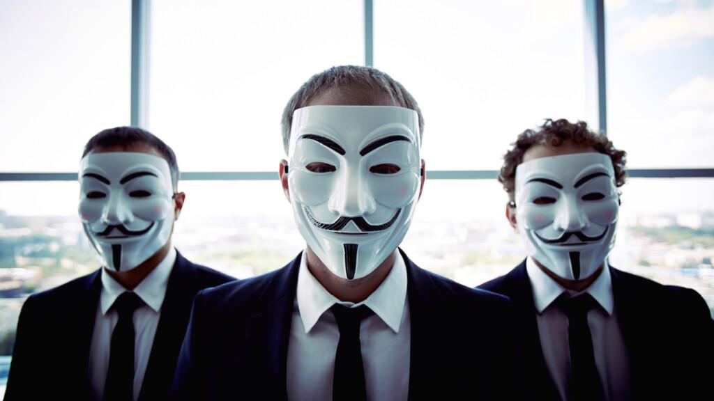 masked scammer