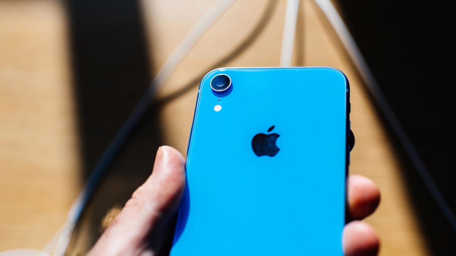 Rumors Claim iPhone SE 3 Is Coming in April 2021 | TechNadu