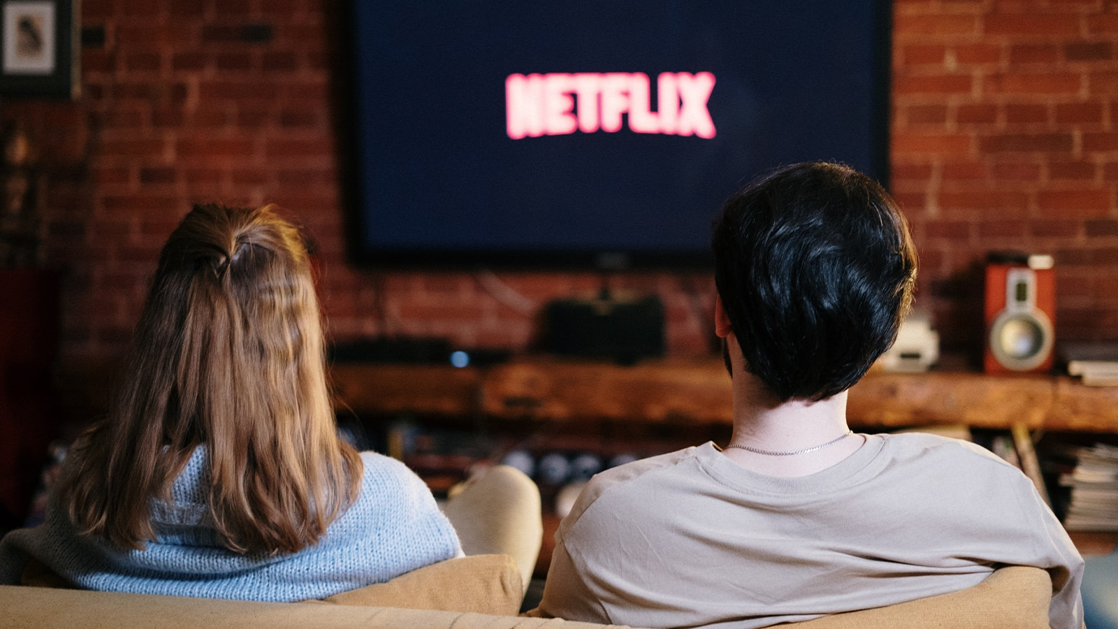 """Netflix Is Trying to Figure Out a """"Light"""" Way to Stop Password Sharing"""
